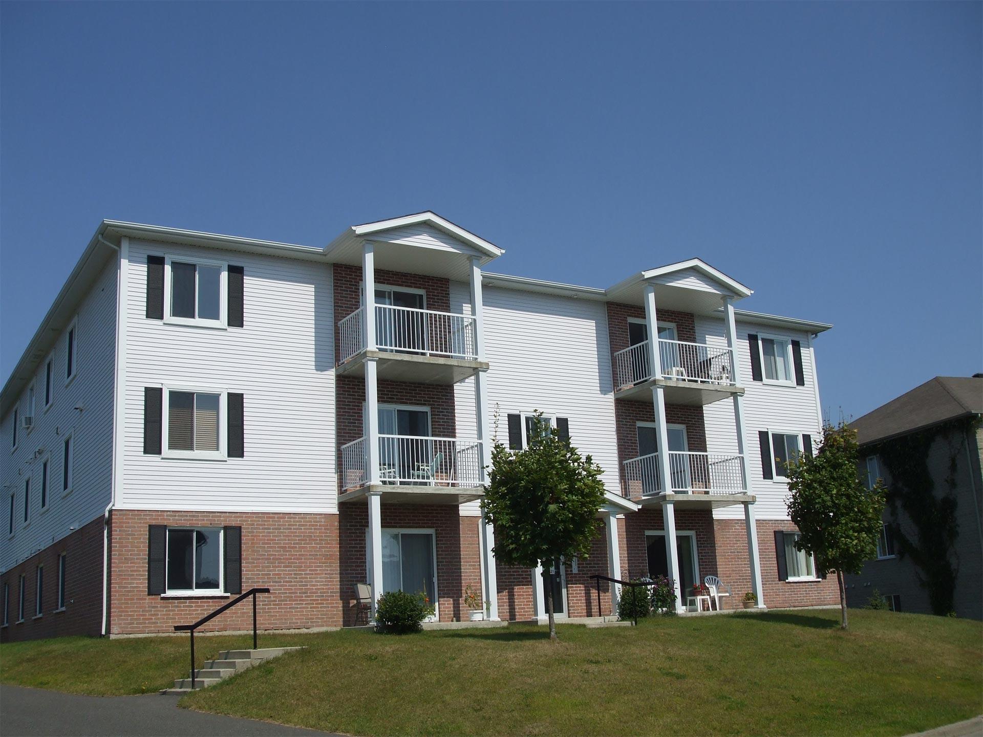 appartement-granby-299-le-dozois-immeuble-retouche.jpg
